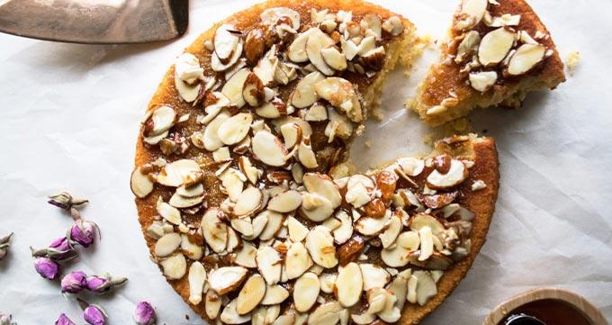 مواد مورد نیاز برای تزئین کیک بادام