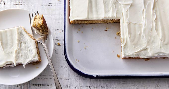 روش تهیه فراستینگ پنیر خامه ای برای کیک موز