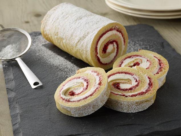 کیک رولت سوئیسی با مربا