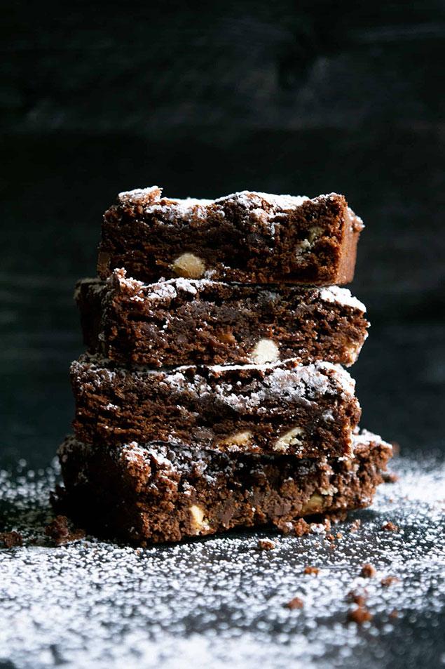 طرز آماده سازی کیک براونی گردویی