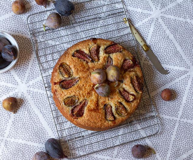 طرز تهیه کیک انجیر