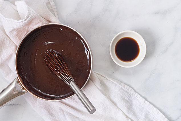 مواد لازم برای سس شکلات کیک کوکو استار