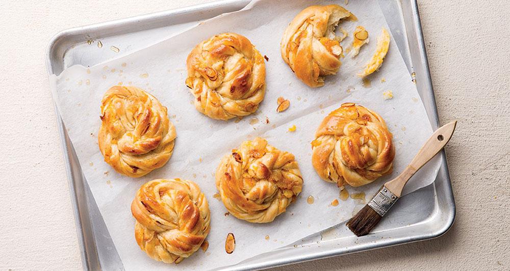 طرز تهیه نان زردآلو چگونه است؟
