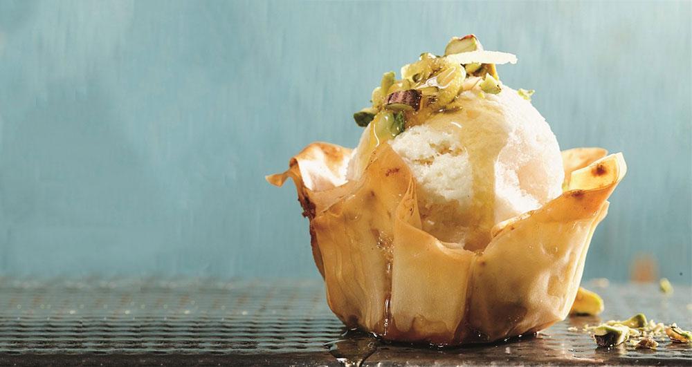 طرز تهیه دسر بستنی باقلوا چگونه است؟