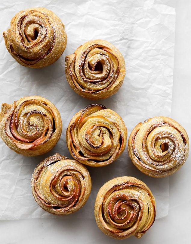 مرحله ی ششم تهیه ی پخت شیرینی گل رز